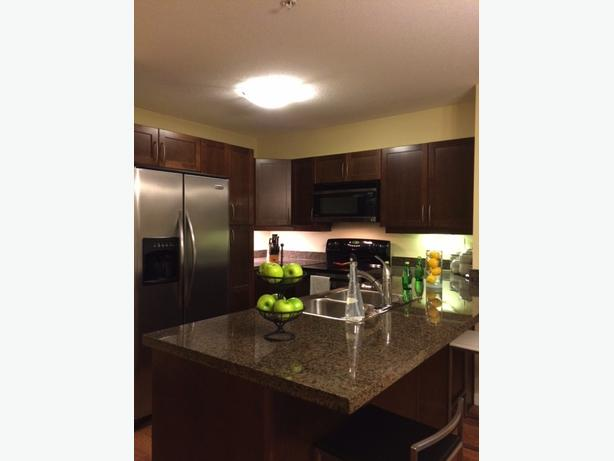 Bright and beautiful 2 bed 2 bath top floor unit for sale