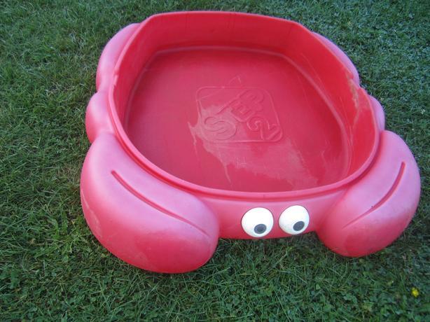 Crab sand box