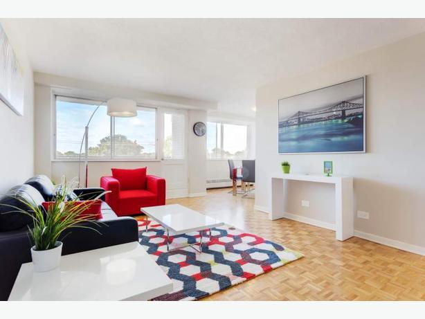 Beautiful 3.5 with hardwood floors and balcony!