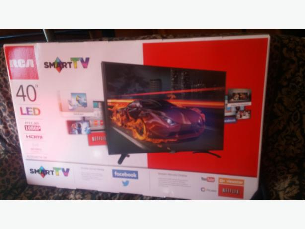 BRAND NEW/STILL IN BOX 40 INCH SMART T.V DECIDED DID,NT NEED