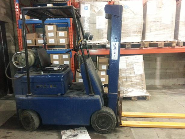 Good used working Fork Lift withy 2 propane tanks