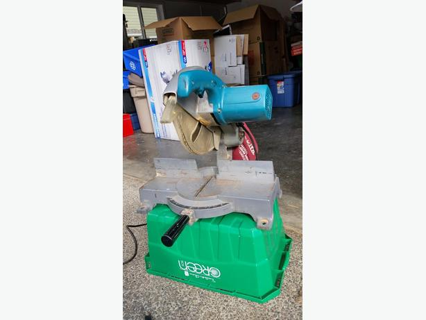 Miter saw by Makita