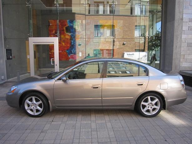2002 Nissan Altima 3.5L V6 - LOCAL VEHICLE! - FULLY LOADED!