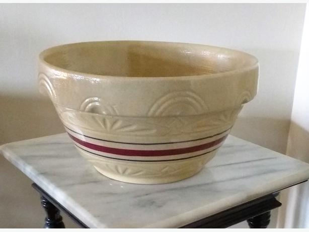 ROBINSON RANSBOTTOM LARGE YELLOW WARE MIXING BOWL