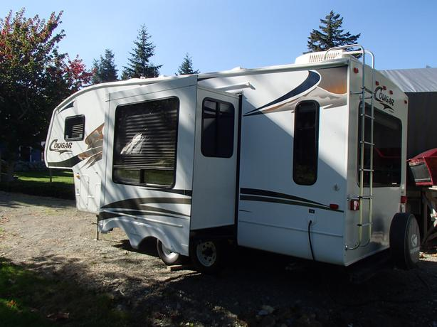 2009 Cougar 224 RLS fifth wheel