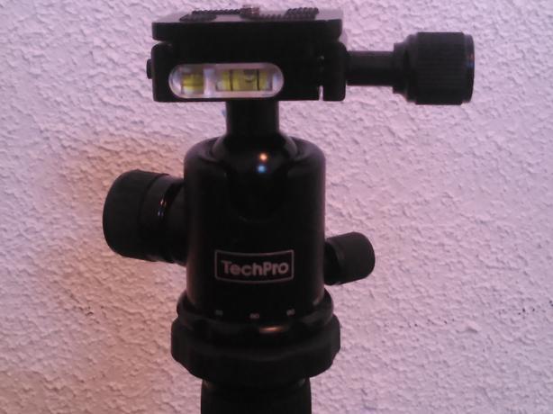 sony cybershot camera and tripod