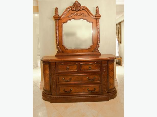 Solid Wood Italian design Dresser and Mirror, Floor model