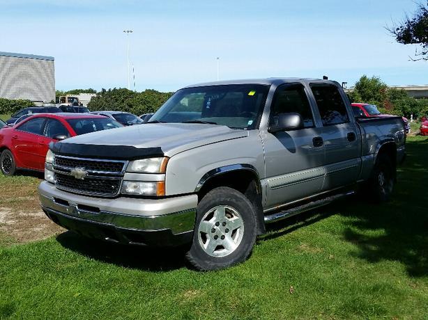 2006 Chevrolet Silverado LS 4X4 CREW CAB