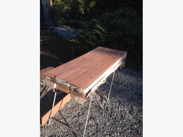 laminate wood flooring 120 ft.²