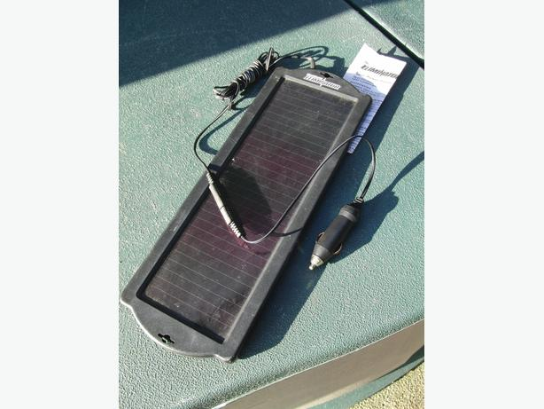 Motomaster Solar Charger