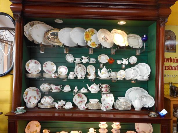 Tons of discontinued China for sale in Willow Antique Mall.