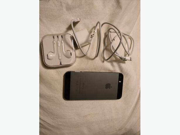 Iphone 5s, 16GB, Bell Grey Excellent Condition