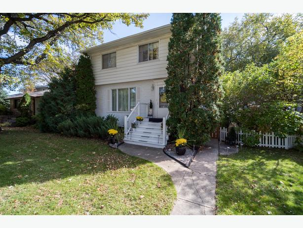 Spacious Two Storey on a Quiet Street in East Fort Garry-Jennifer Queen