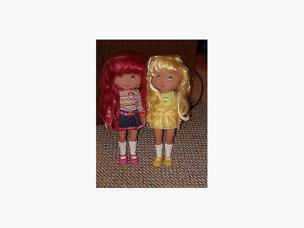 strawberry short cake dolls(.two larger dolls)