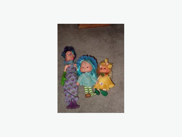 1997   strawberry short cake dolls