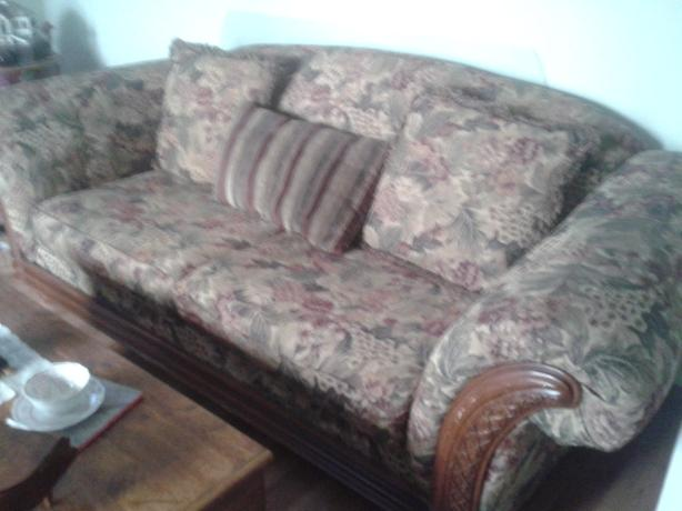 Vintage look couch - FREE