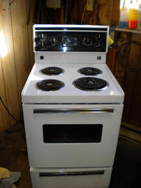 white frigidaire apartment size manual clean stove