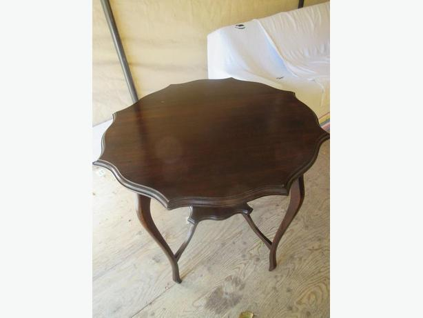 ESTATE PIECRUST TOP END TABLE