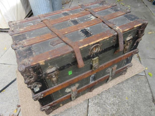 ESTATE 1920S STEAMER TRUNK