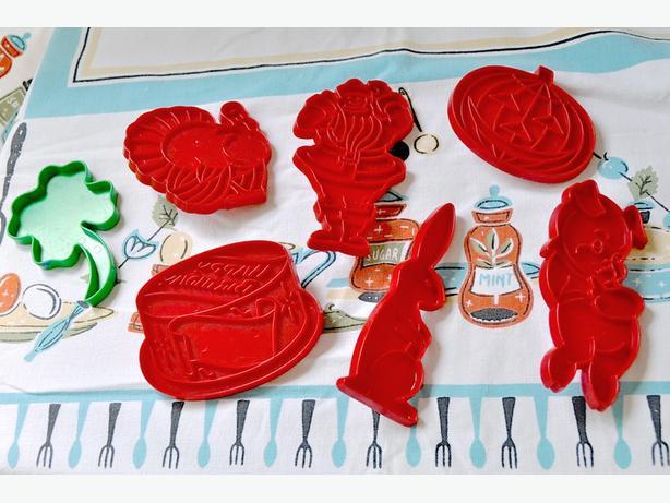 Vintage Pie Plate $10 & Tupperware Holiday Cookie Cutters $5