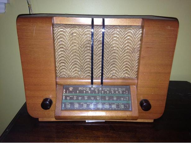 1939 RCA Victor A-20 Globe Trotter AM-SW Table top Radio Price Reduced