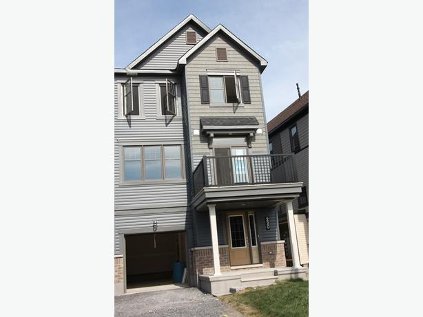 Kanata Arcadia - 2 bedroom Avenue Townhome