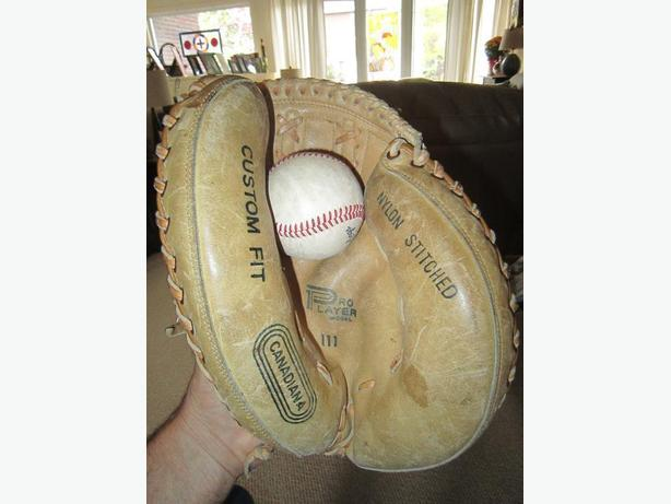 Catcher`s Mitt- L.H.catch- Canadiana-11""