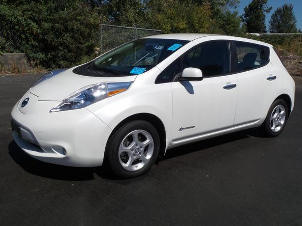 2015 Nissan LEAF SV - Quick Charge Pkg - Backup Camera - M8513