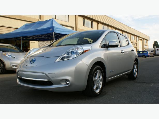 2013 Nissan LEAF SV - Quick Charge Pkg - Navigation/Bluetooth - M8521