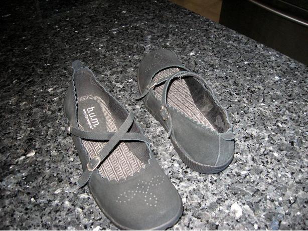 Size 10 W  Black Bum Equipment shoes