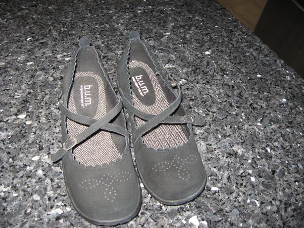 Size 10 W  Bum Equipment shoes