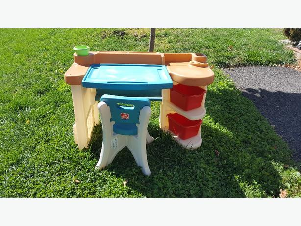 Childrens art table