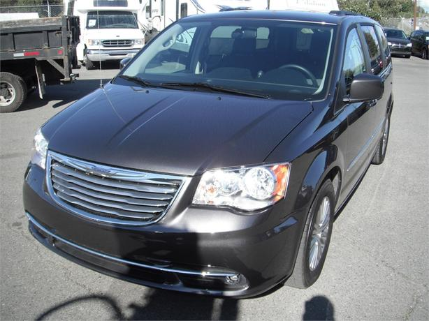 2016 Chrysler Town & Country Touring-L Stow n' Go
