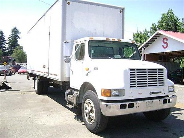 1998 International 4700 Cube Van