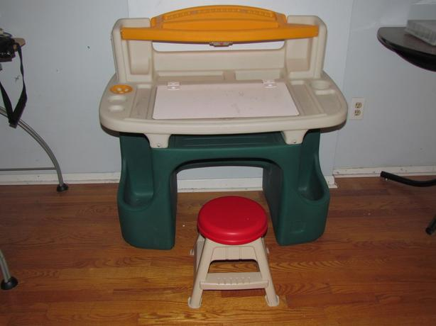 Step2 Artmaster Desk with Stool