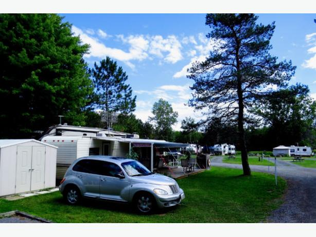Park Model 2 Bedroom, Sleeps 6, Deck, Shed, BBQ, Golf Cart !