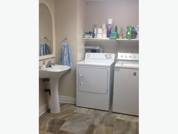 Clean Fully Furnished 1 Bedroom Suite