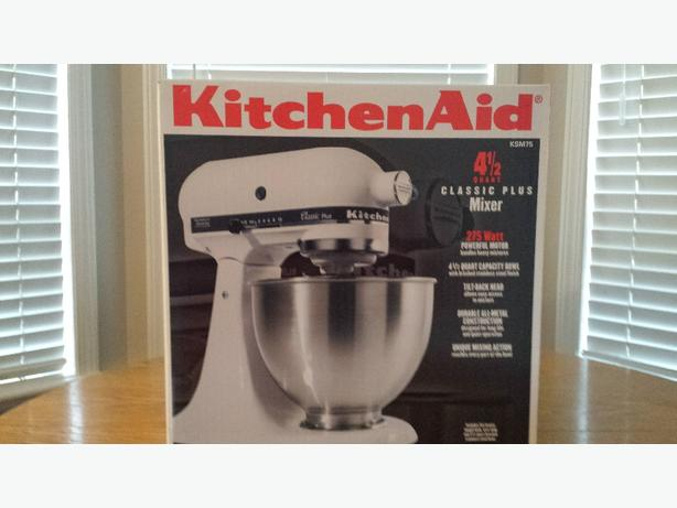 BRAND NEW - KitchenAid 4 1/2 Quart Classic Plus Mixer