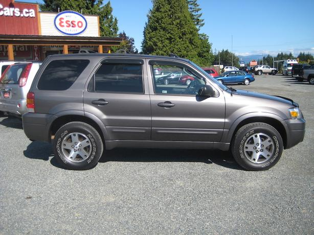 2005 Ford Escape AWD - Only 134,000 KM! Full Loaded Beautiful SUV!