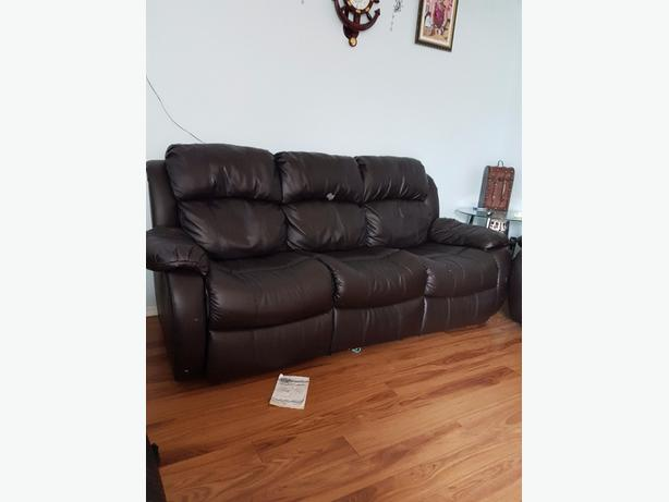 3seated sofa loveseat and chair mint condition and all recliner