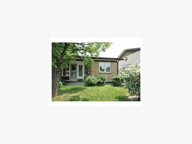 4BEDROOM SEMI DETACHED SPLIT LEVEL BUNGALOW IN NEPEAN