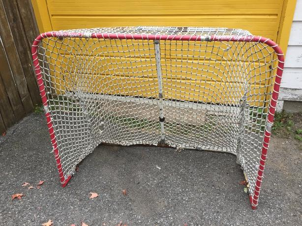 Ball hockey net