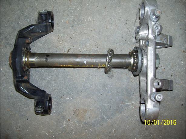 Honda Magna 75o0 V45 triple tree top bridge steering stem