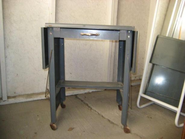 HANDY FOLDAWAY METAL WORK TABLE