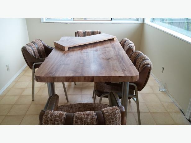 Timeless Dining Table with 6 chairs
