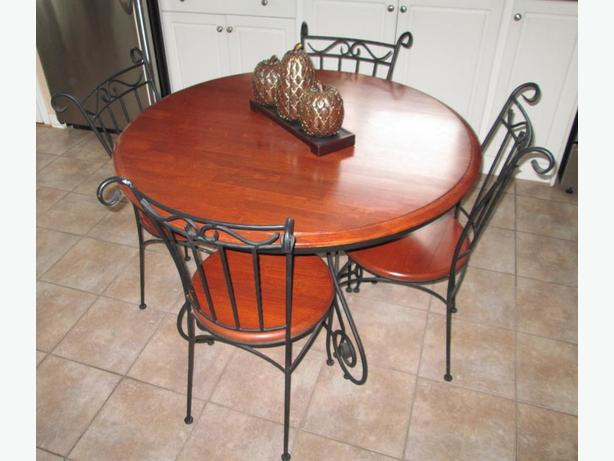 Dining Table set & Hutch