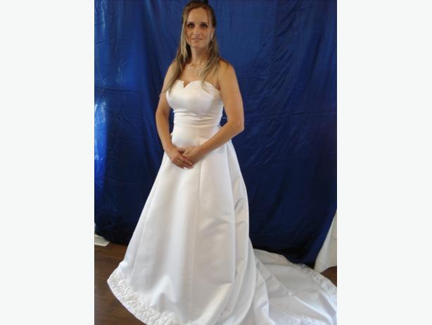 NEW WEDDING DRESS, SIZE 8