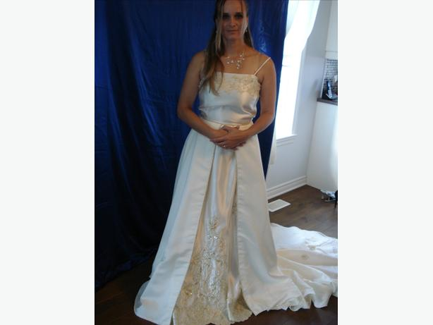 NEW SIZE 8 WEDDING DRESS