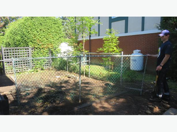 Free 14 Foot Chain Link Fence Central Ottawa Inside