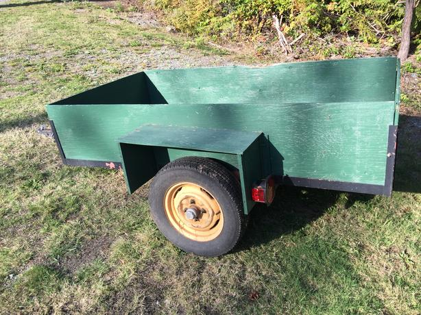 UTILITY TRAILER WITH FULL SIZE WHEELS